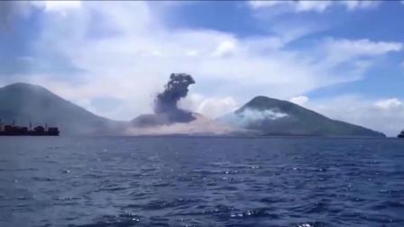 有人拍到这样的画面, 海洋被不知名物体攻击发生爆炸