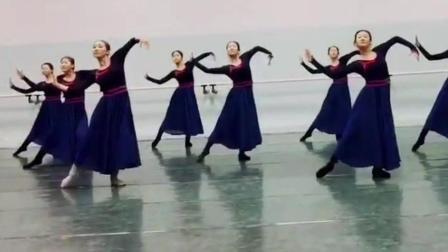 11个女大学生跳蒙古族舞《横韵·女班》既有豪迈 又有温柔 看100遍也不烦! 舞蹈 群舞 女子