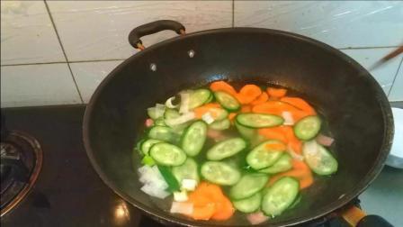 美食食谱: 黄瓜火腿鸡蛋汤的家常做法! 步骤简单, 营养又美味!