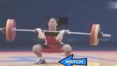 女举重运动员用力过猛, 下面没憋住