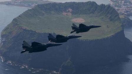 """现场:""""山里传来爆炸声"""" 韩F-15K战机撞山坠毁"""