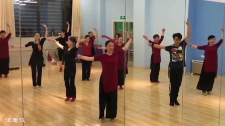 舞蹈芳华, 男老师领跳完整版, 还是男老师跳的漂亮