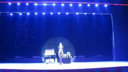 吴桥杂技大世界魔术表演变鸽子