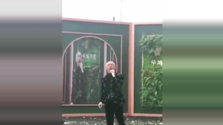 张卫健怎么沦落到售楼处唱歌了, 看着都心酸
