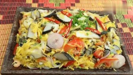 柬埔寨农村巧妇, 弄来几个大海螺, 芒果, 西红柿, 看她是什么吃法