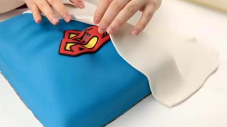 牛人做蛋糕, 太有创意了, 边上的图案竟然是这样做成的?