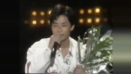 王杰新加坡现场金曲三连唱 , 当年天籁之音如今无人能及