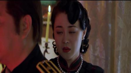 本山大叔最美女弟子关婷娜, 这段美女救英雄的戏, 真是太美艳啦!