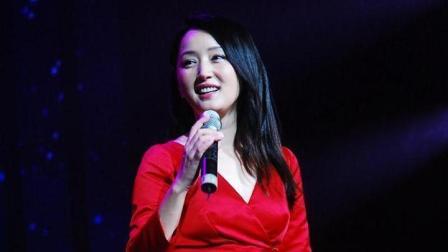 杨钰莹现场献唱成名曲, 标志性的嗓音一出, 全场观众立刻就沸腾了