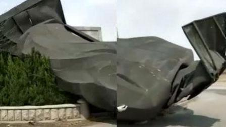 """6吨重""""世界第一""""秦始皇铜像被风吹倒"""