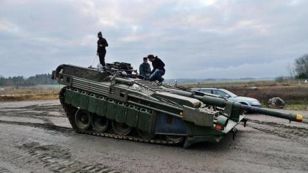 走极端的瑞典研发出没有炮塔的坦克, 瞄准全靠车身旋转和俯仰