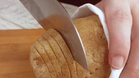 土豆别刨皮, 在中间切几刀, 摆盘端上桌后, 客人: 真是美翻了!