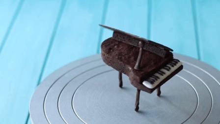 创意巧克力钢琴布朗尼, 做蛋糕的装饰还是不错的