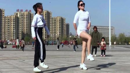 鬼步舞58步阿尔山的姑娘与愿做菩萨那朵莲