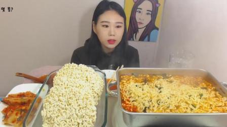 韩国大胃王卡妹吃泡面, 一吃就是两大锅, 妹子真是好胃口