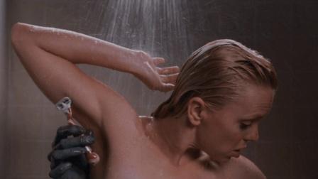 妹子洗澡的时候, 突然多出来一只手帮她刮毛! 一部恶搞喜剧片