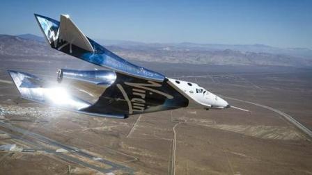 """维珍银河新太空飞船""""团结号""""首次动力试飞"""