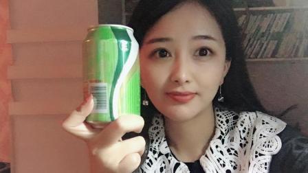 """妹子试喝一款超难喝的""""屈臣氏苏打水"""", 据说喝过后悔终身的饮料"""