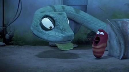 爆笑虫子: 小黄差点被蛇吃了, 吓的脸都蓝了, 赶紧吹口哨