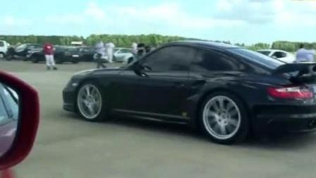 保时捷911 vs 日产GT-R, 起步秒杀, 又被赶超, 谁更强