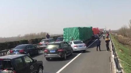 高速车祸酿大火 120却被堵在了应急车道