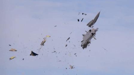 巨型涡轮发动机飞机空中表演, 突发状况瞬间炸粉碎, 全场哗然