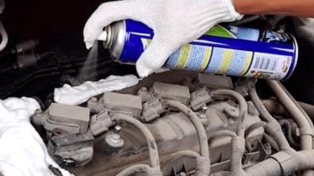 清洗剂真能把发动机洗干净? 小伙不相信, 亲手做测试!
