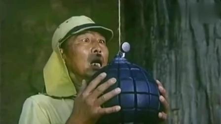 《举起手来》精彩片段, 公鸡吃虫拉响炮弹炸死军官, 每次看到这段都暗爽!