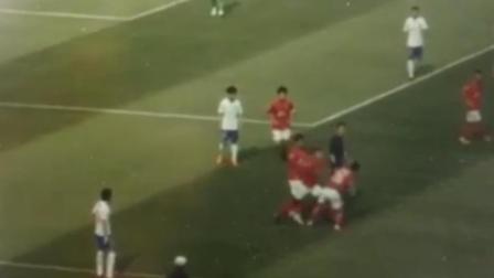 现场眼 恒大预备队两球员内讧互殴视频流出 互相挥拳拉都拉不住