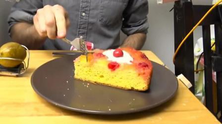 观察者网独家视频 为了让蛋糕自己跑到盘子里 他设计了这套神奇的装置