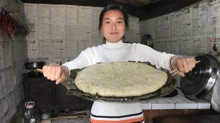 农村妈妈用花椒芽做的千层饼, 酥软可口, 女儿吃的嘴流油