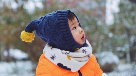 不要再把宝宝裹成球了, 对他来说, 冷可比热好