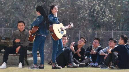 美女对陌生人唱歌 歌词有点好玩