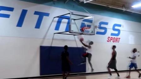 篮球场上出现白魔兽, 空接单手暴扣, 有卡特风范