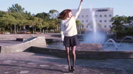 13岁初中生舞蹈短裙美女动感广场舞