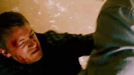 绿灯侠遭内鬼袭击撞碎窗尖玻璃刺腿