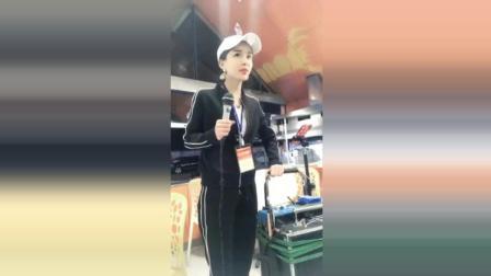 流浪歌手小曼一首《广东爱情故事》, 唱的原唱听了都给跪