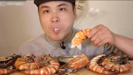 韩国小哥直播5只大龙虾, 果然真土豪! 蘸着酱料吃带劲!