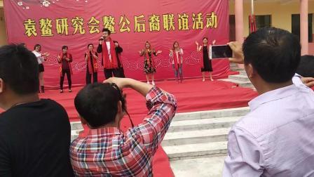 农村歌舞团表演视频