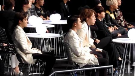 EXO成员在台下听到获奖特别激动 都暻秀都快哭出来