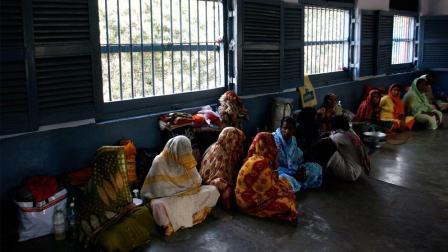 为什么印度女犯人会跟男犯人关在一个监狱?