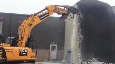 挖掘机拆房子, 没过多久就拆空了, 只剩个壳