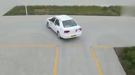 女司机驾考科目二, 太紧张把档杆掰断了, 结果被取消了考试资格!