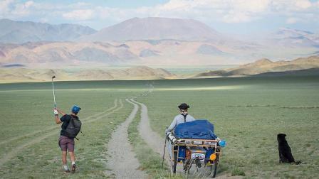 世界最远高尔夫连续挥杆 牛人80天穿越2400公里