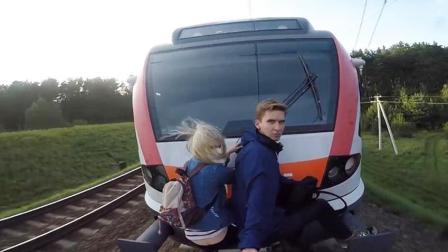 极限情侣约会玩扒火车 为了爱情寻找刺激