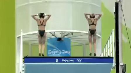 大家来找茬! 中国双人跳水默契100分, 和自己的影子比赛不赢才怪