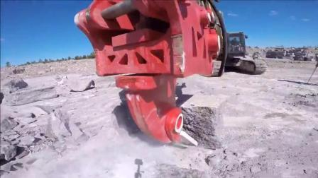 当挖掘机装上这个破碎锤, 简直就是破拆利器