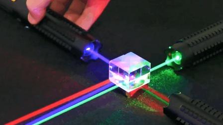 激光是如何被发明出来的? 网友: 还是爱因斯坦牛!