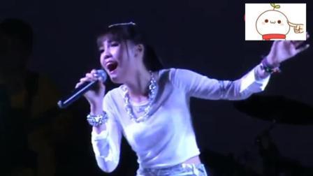 美女现场翻唱张雨生的经典《大海》, 声音厉害