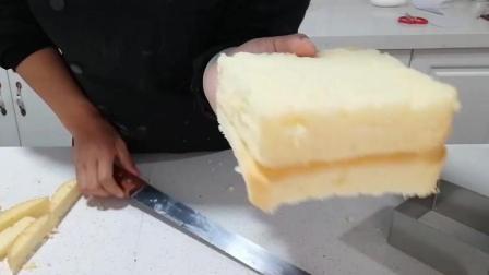 四种抹面制作(十): 按第一块方形蛋糕胚切第二块